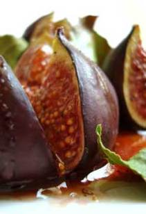 Grilled figs & laurel leaves